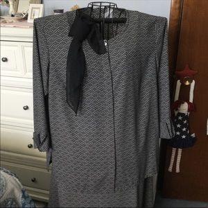 Liz Claiborne woman 2 piece skirt suit